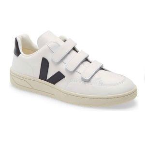 Veja V- Lock white/ black sneakers 6US Nwob